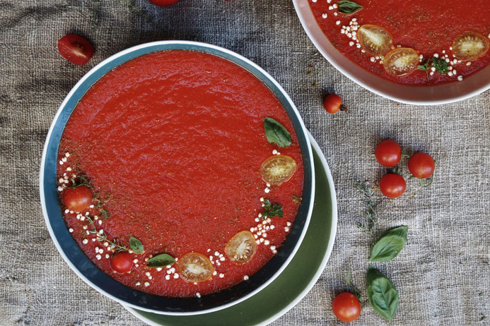 Tomatensuppe auf einem Teller