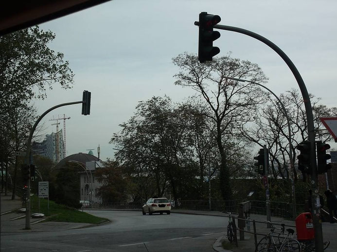 Blick von der Kiezmanufaktur St. Paula auf den Hamburger Hafen mit der Elbphilharmonie