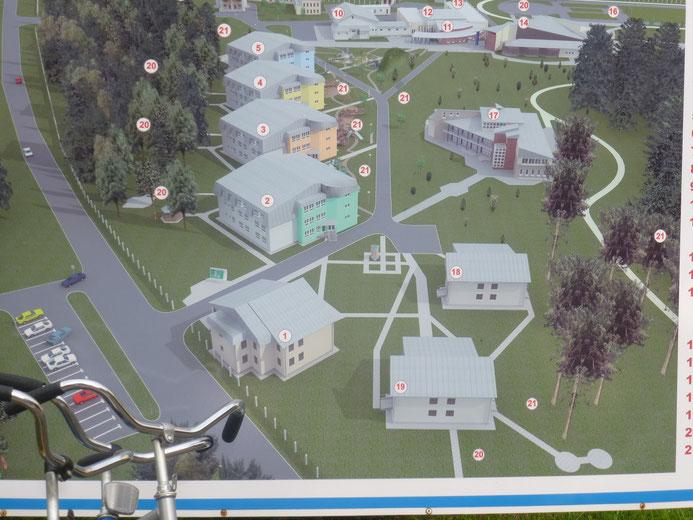 1 das Verwaltunggebäude, 2 die Schule,  3,4 und 5 die Schlafhäuser,  10 Speisesaal, 14 Turnhalle, 17 medizinisches Zentrum