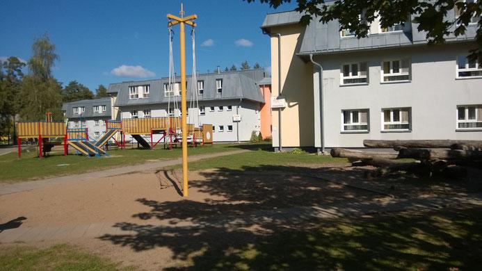 Die Wohn- und Schlafhäuser der Kinder