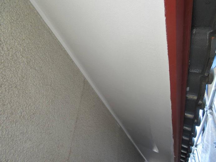 大垣市、養老町、上石津町、輪之内町、安八町、神戸町、垂井町、瑞穂市、池田町で外壁塗装工事中の外壁塗装工事専門店。大垣市稲葉北で外壁塗装工事/付帯(軒天)の塗装作業中