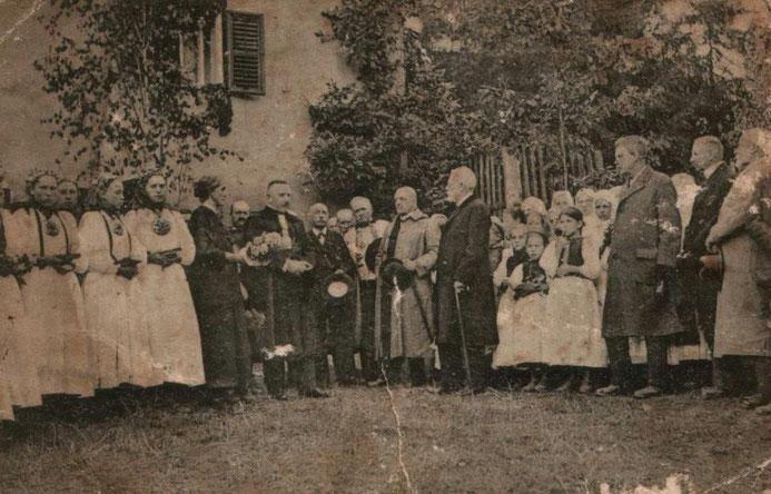 Der Ortspfarrer Andreas Rudolf Schuster empfängt 1923 Bischof Friedrich Teutsch zur Generalkirchenvisitation.