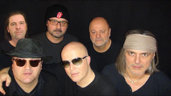 Noise Boys - sechs Herren in Schwarz