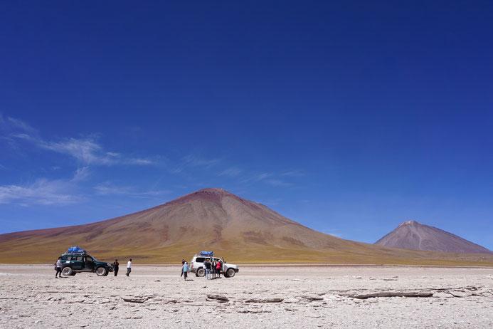 Während einer Tour durch die Hochebene Boliviens Richtung Uyuni-Salzwüste gelangt man auf eine Höhe von bis zu 5000 Metern!