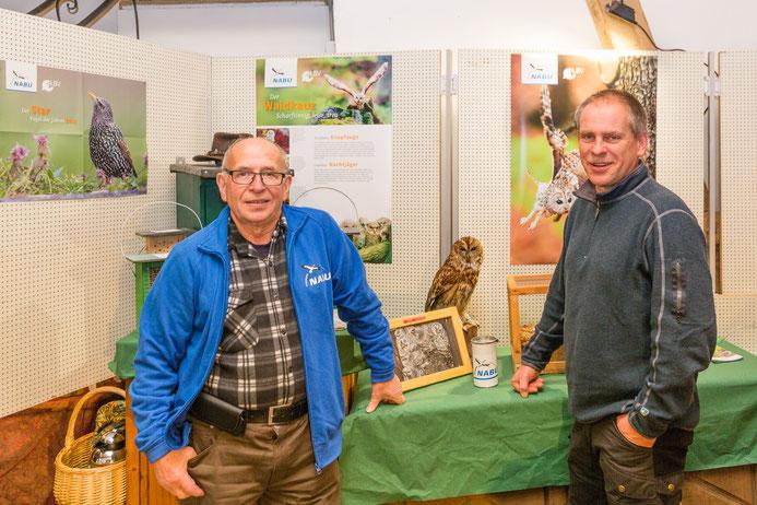 Die Vorstandsmitglieder Eckard Splieth (links) und Jens Woitol (rechts) am Info-Stand des NABU Ahrweiler (Foto: Andreas Sebald)