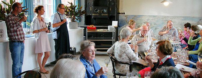 Seminar zur französischen Kultur bei der Weinprobe