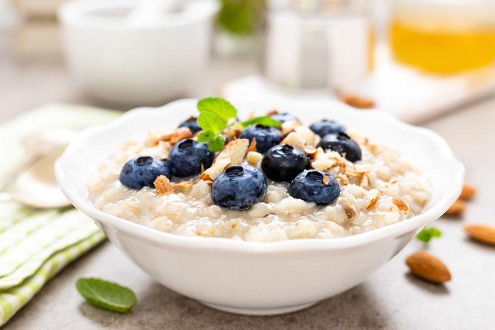 Gesundes Frühstück aus der Schüssel