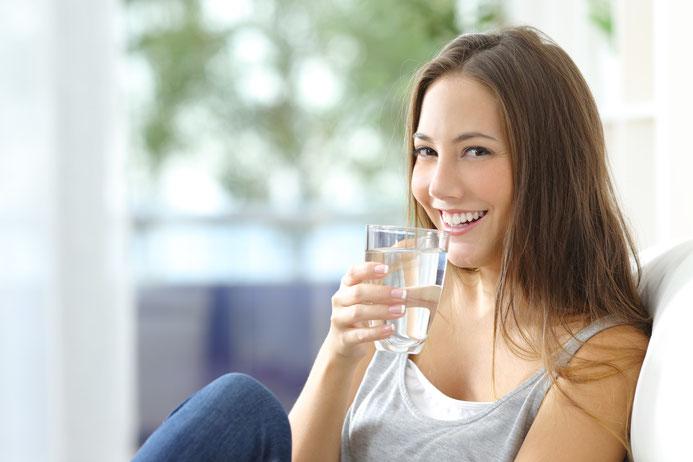 Wenn du ausreichend trinkst, fühlst du dich wacher!