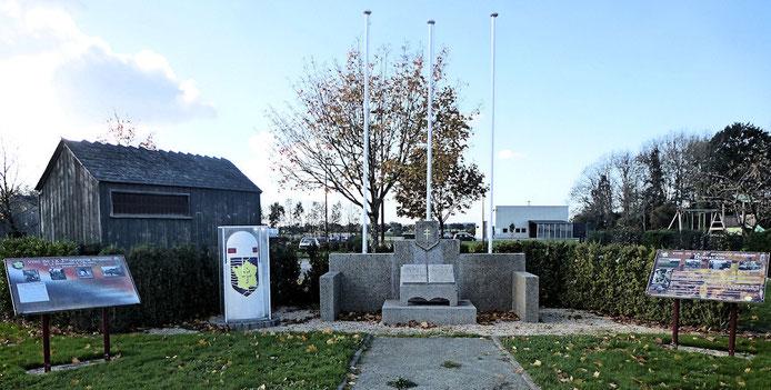 Le momument avec la Borne du serment de Koufra en témoignage du passage du Général Leclerc à Domalain