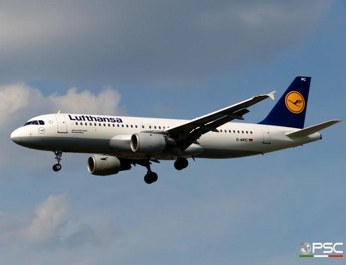 D-AIPC A320-211 71 Lufthansa   @ London Heathrow Airport 05.05.2007 © Piti Spotter Club Verona