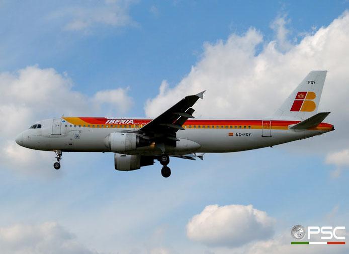EC-FQY A320-211 356 Iberia Líneas Aéreas de España @ London Heathrow Airport 05.05.2007 © Piti Spotter Club Verona