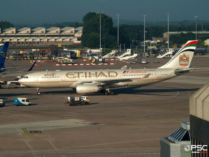 A6-EYM A330-243 824 Etihad Airways @ Manchester  Airport 20.07.2012 © Piti Spotter Club Verona