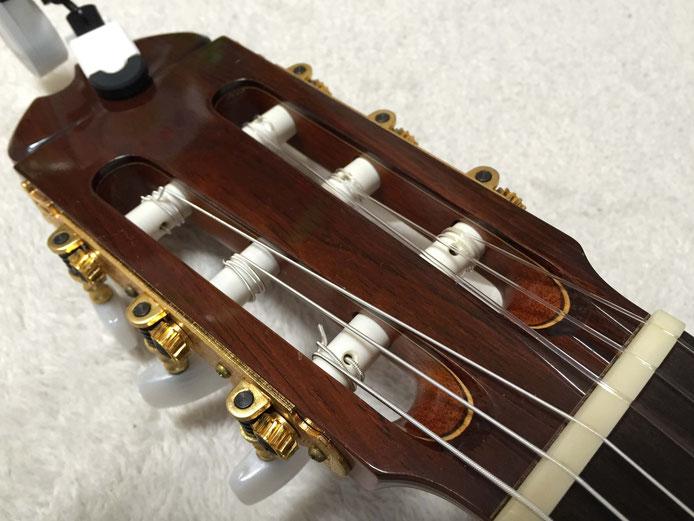 弦の交換(クラシックギターの弦の張り方)14. 弦の余った部分を切る(ヘッド)