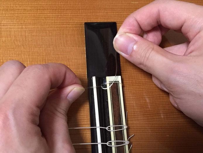 弦の交換(クラシックギターの弦の張り方)12. 1弦、2弦、3弦を張る