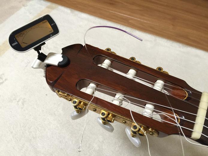 弦の交換(クラシックギターの弦の張り方)13. チューニング