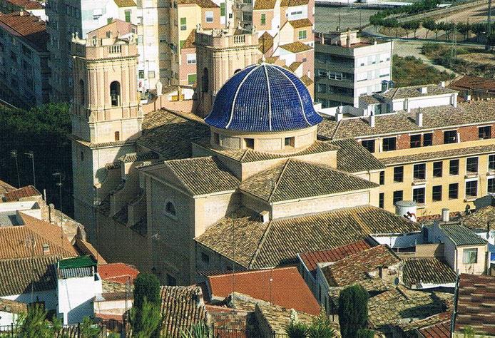 La ciudad de Petrer  en Alicante se encuentra  a la sombra del castillo.
