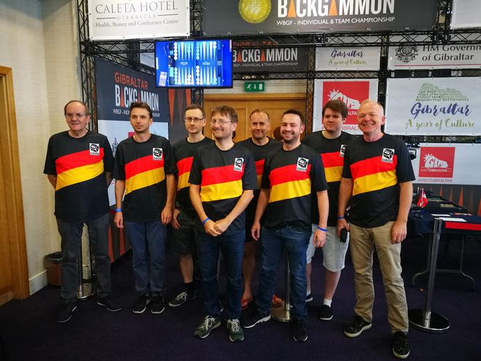 Das Weltmeister-Team Ralf Jonas, Dirk Schiemann, Jan Jacobowitz, Jürgen Orlowski, Tobias Hellwag, Andreas Hofmann, Marcel Jochem und Volker Sonnabend (von links)
