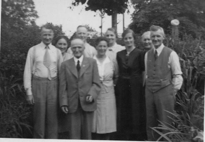fra venstre første række:Johann, Friedrich August,?, ?.Friedrich Wilhelm,Amalie, Georg, Maria, ? //Mange tak til Ruth Kirsten