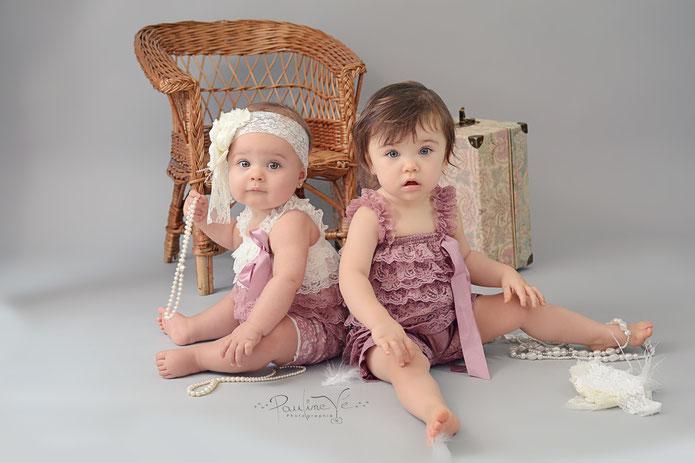 Shooting bébés Nîmes - Barboteuses en dentelle