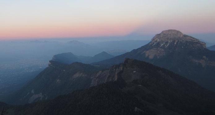 Lever de soleil sur Grenoble et Chamechaude