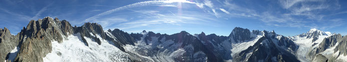 Panorama du sommet de l'Aiguille du Moine