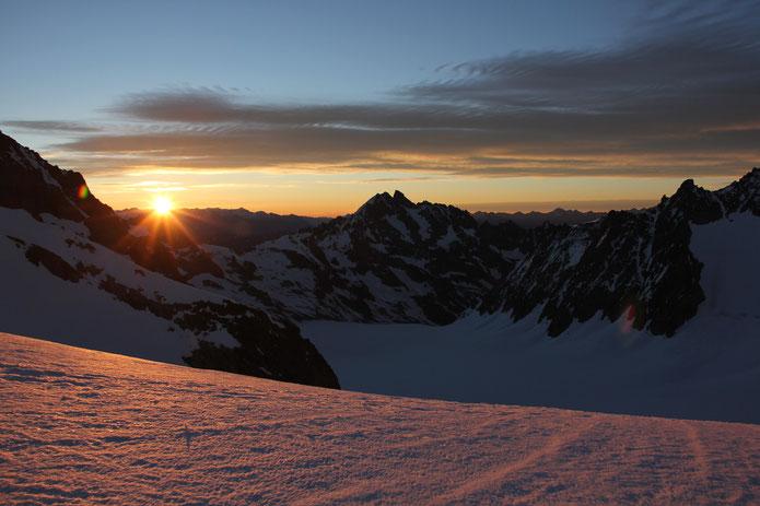 Lever de soleil sur le Glacier Blanc.