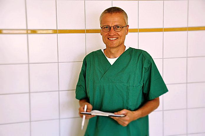 Dr. Hofmann im OP