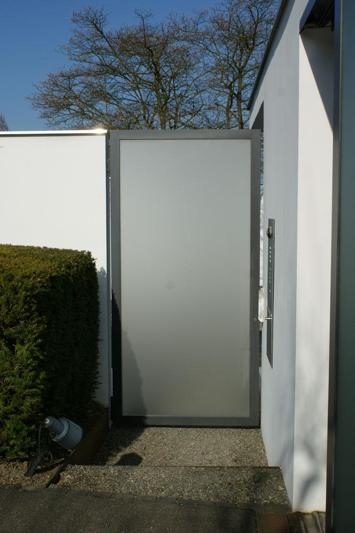 Nebenstehende Türe passend zum Tor