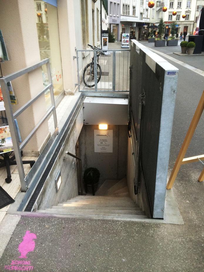 Bodentor geöffnet - Ladeneingang