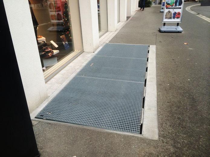 Bodentor geschlossen - Ladeneingang