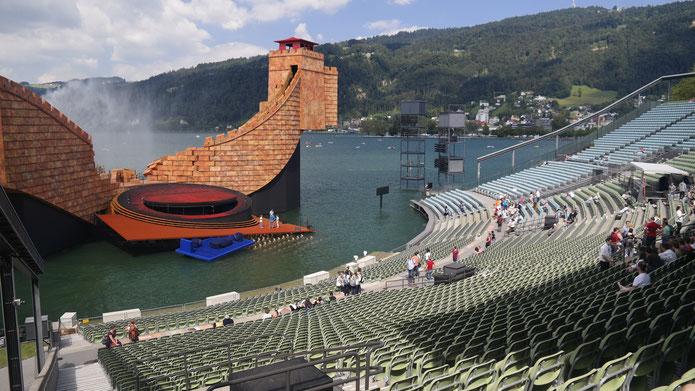 Weltberühmt: Die Seebühne Bregenz am Bodensee.                       Quelle: www.kostenlose-fotos.eu