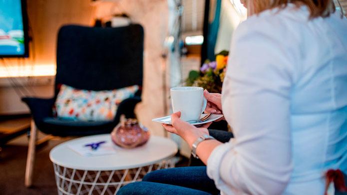 Der Seminarraum Merkendorf bietet Ihnen die Möglichkeit vor, während und nach Ihren Besprechungen eine Tasse Kaffee oder Tee zu genießen.