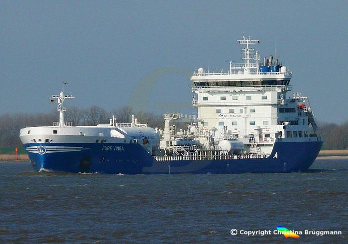 Chemie- /Öltanker FURE VINGA, Elbe 02.04.2019