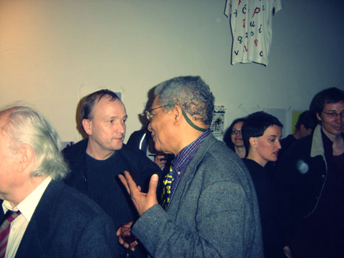 Emmett Williams FLUXUS – André Behr & party guests – Pedro Meier – 80th birthday party Berlin 4. April 2005 – museum FLUXUS+ Potsdam – Museum Lodz. Photo by © Pedro Meier Multimedia Artist Museum Visual Art Bangkok – Visarte SIKART Zürich DADA Switzerland