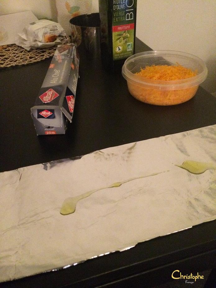 Mimolette rapée + Huile d'olive sur papier alu