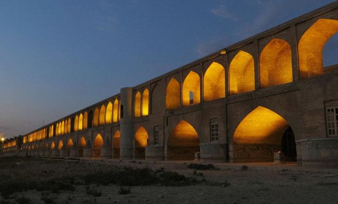 Si-o-se Pol, die 33-Bogenbrücke in Isfahan.