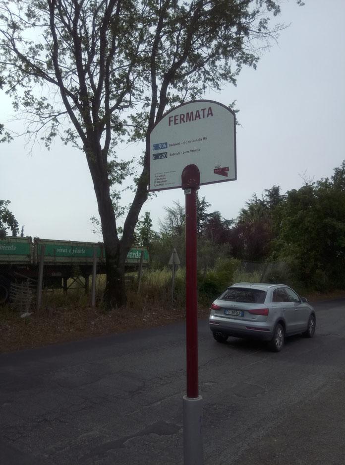 """Unsere Hotel-Haltestelle. Ich habe lange gebraucht, bis ich verstanden habe, dass """"FERMATA""""  """"Haltestelle"""" oder """"Station"""" bedeutet. Ich dachte, es heißt geschlossen :-D"""