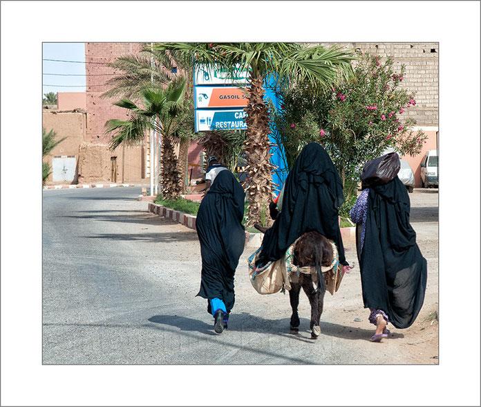 Marruecos, sur de Marruecos, fotografía de viajes, turismo, mujeres, burro, bereberes