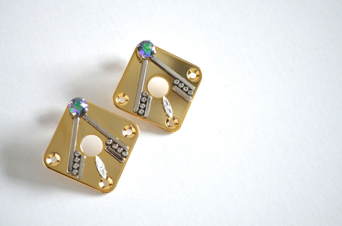 Eri kamiya 着用 DIO EARRINGS Gold
