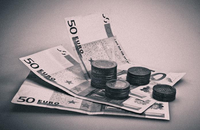 Geld in schwarz weiß