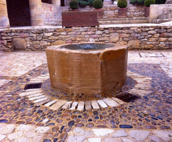 Fontaine de la Halle de Plazac en Périgord Noir
