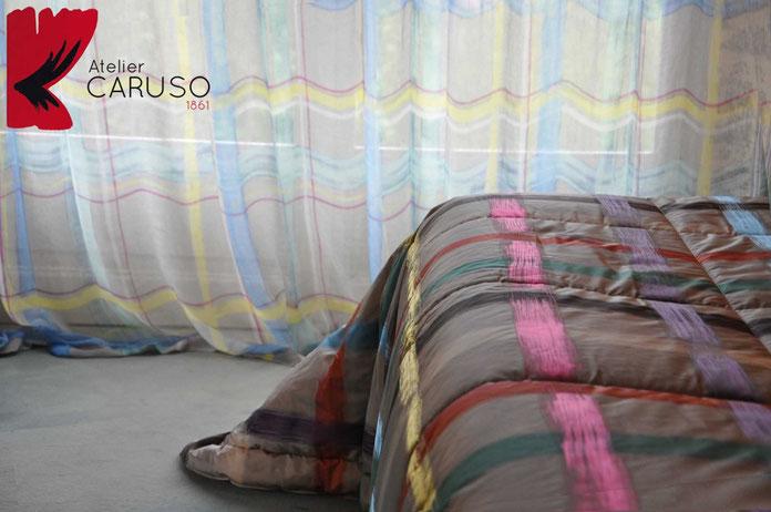 Traounta in seta, testiera in seta e velluto di cotone, tendaggi ricamati in seta