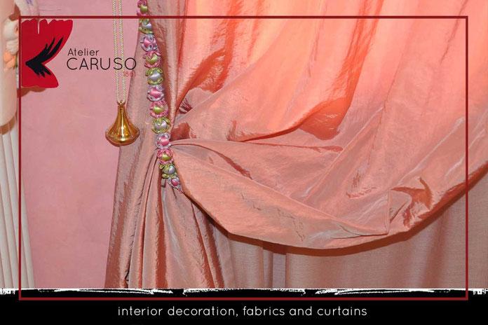Tendaggi in seta con drappeggio su bastone, embrasse decorativo