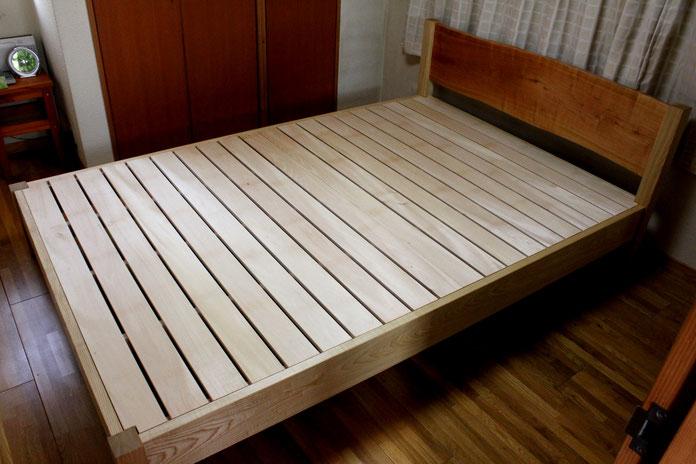 桜の一枚板ヘッドボードのセミダブルベッド(川崎市・S様邸)