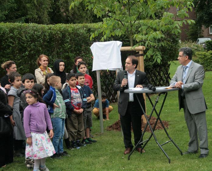 Vor der Enthüllung der Gedenktafel, Grußworte von Herr Erkan Kocalar (Bügermeister der Stadt Duisburg) rechts im Bilde Herr Dr. Ribhi Yousef (Amt für Umwelt und Grün, Stadt Duisburg)