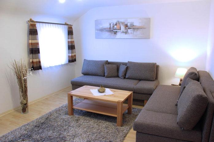 Ausstattung Wohnzimmer - Webseite Ferienwohnung Armbruster!