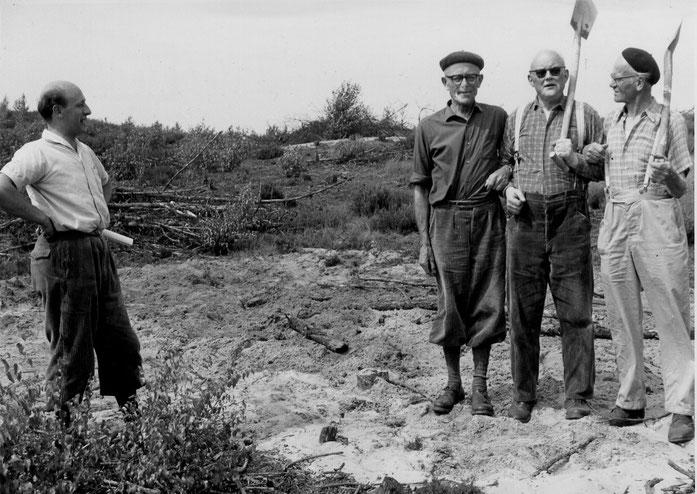 Herren Seraphim, Branzka, Spiekerkötter und Deppe 1964 beim Spatenappell