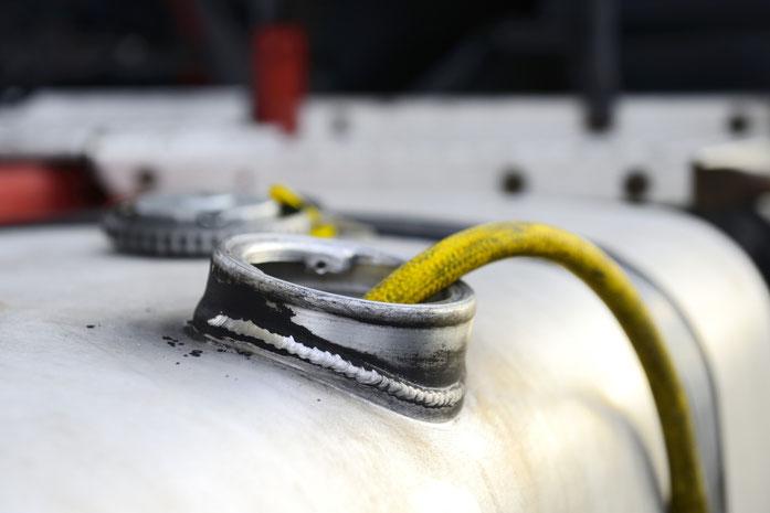 Bild: Fotolia, Urheber Gerhard Seybert; Diesel wird aus einem Tank entwendet, Kurtz Detektei Berlin