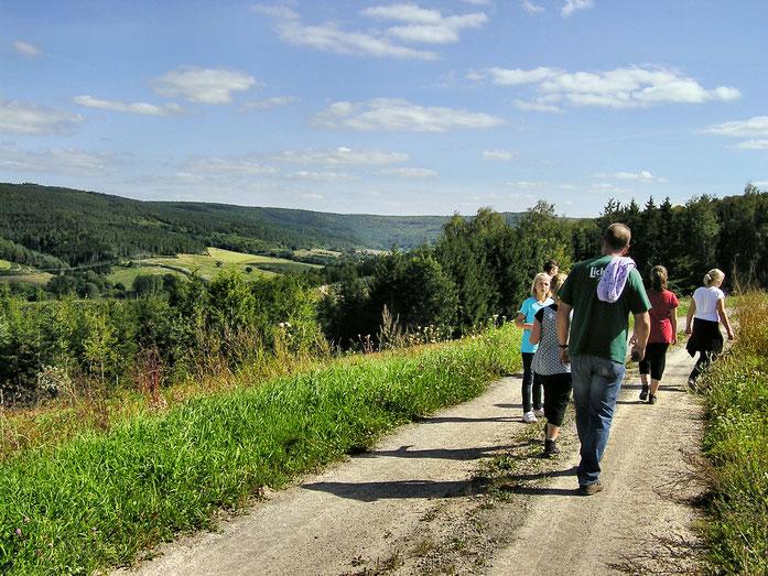 gut markierte Wanderwege laden den Wanderer zu ausgedehnten Touren im Sinngrund ein