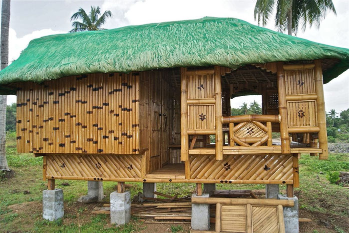 «Nipa Hut taken at Magdalena Laguna Philippines on 2011 April photo 21» par Alexcooper1 — Travail personnel. Sous licence CC BY-SA 3.0 via Wikimedia Commons - https://commons.wikimedia.org/wiki/File:Nipa_Hut_taken_at_Magdalena_Laguna_Philippines_on_2011